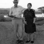 Los pastores tinerfeños Doña Ofelia Pérez Díaz y Don Salvador González Alayón en la Cañada Verde - Foto de Marcos Brito y LlanoAzur Ediciones - Arona - Tenerife - Archipiélago Canario (1991).